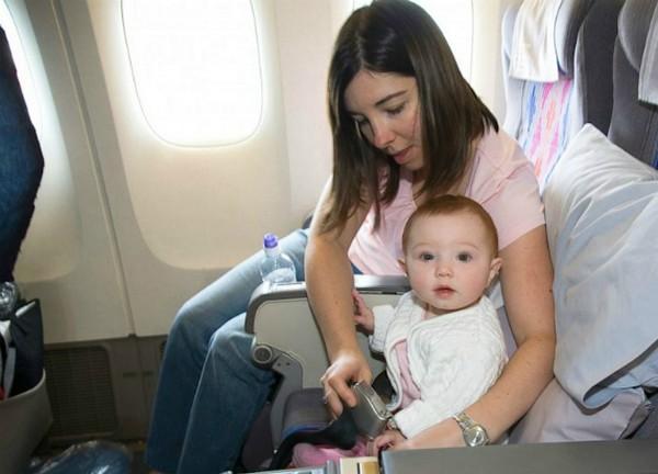 Trẻ em đi máy bay cần giấy tờ gì( trẻ <2 tuổi)