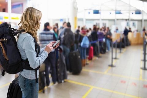 Nên làm gì trong khi chờ đợi để lên máy bay?