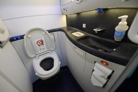 Có thể bạn chưa biết: Cấu tạo bồn vệ sinh trên máy bay